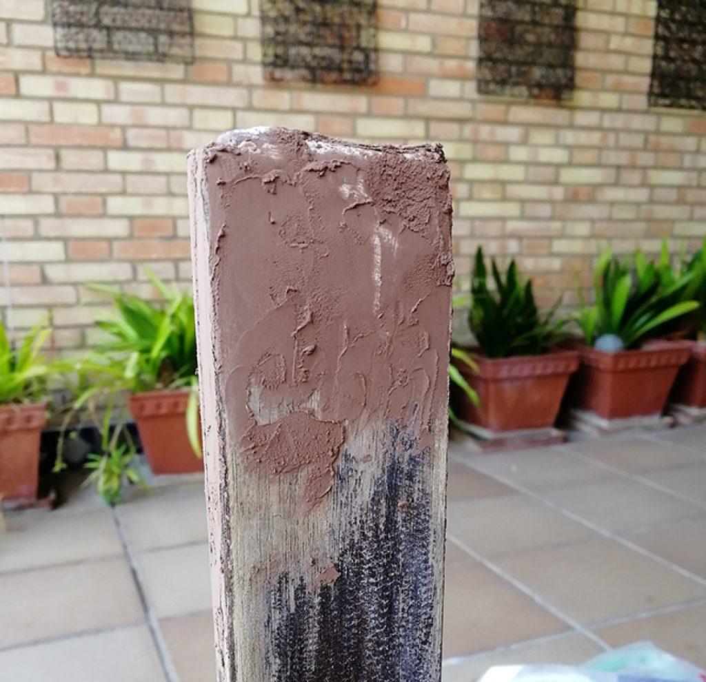 Pata restaurada con masilla de madera