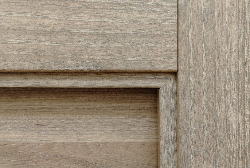 Tapajuntas en 90º o en ángulo recto. También conocido como tapajuntas europeo. Para puertas modernas con líneas sobrias y rectas