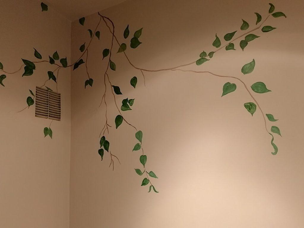 Ramas y hojas de Bugambilia pintadas sobre la pared